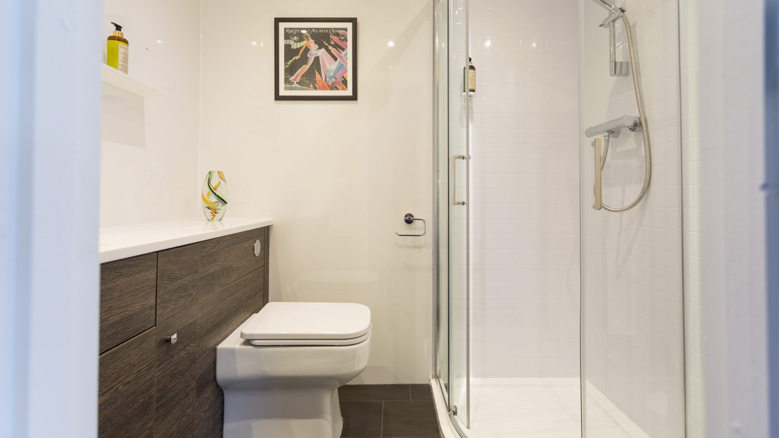 Rod Stewart room with ensuite and shower