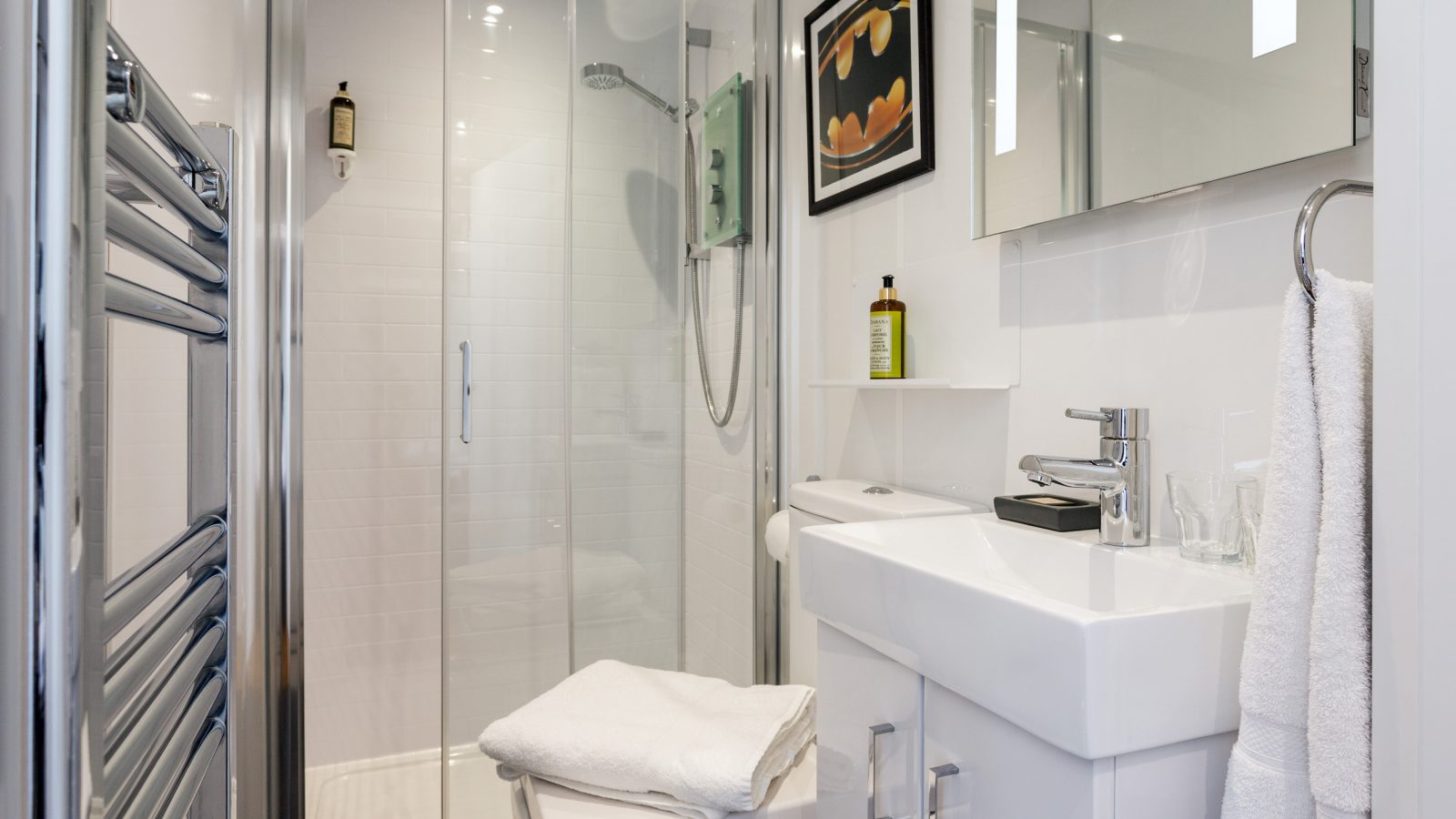 Modest sized ensuite with shower